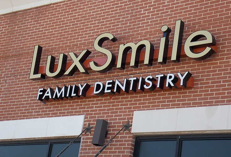 LuxSmile Family Dentistry outdoor sign
