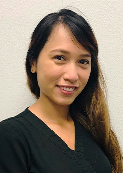 Dental assistant Quynh
